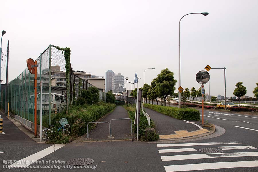 P5210213_komichi