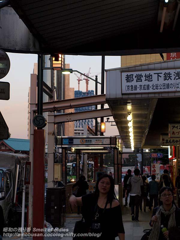 Pa193011_asakusa_station