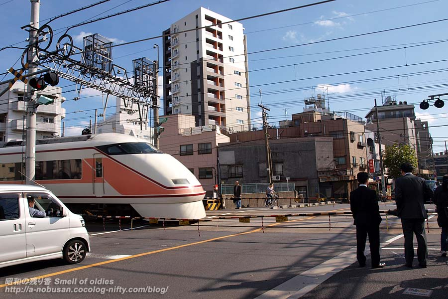 Pb208806_tobu_crossing