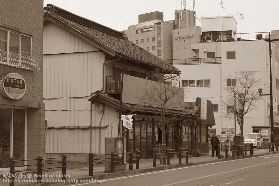 Pb292187_ekimae
