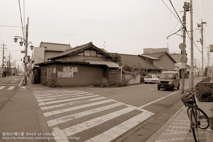 Pb292195_kado
