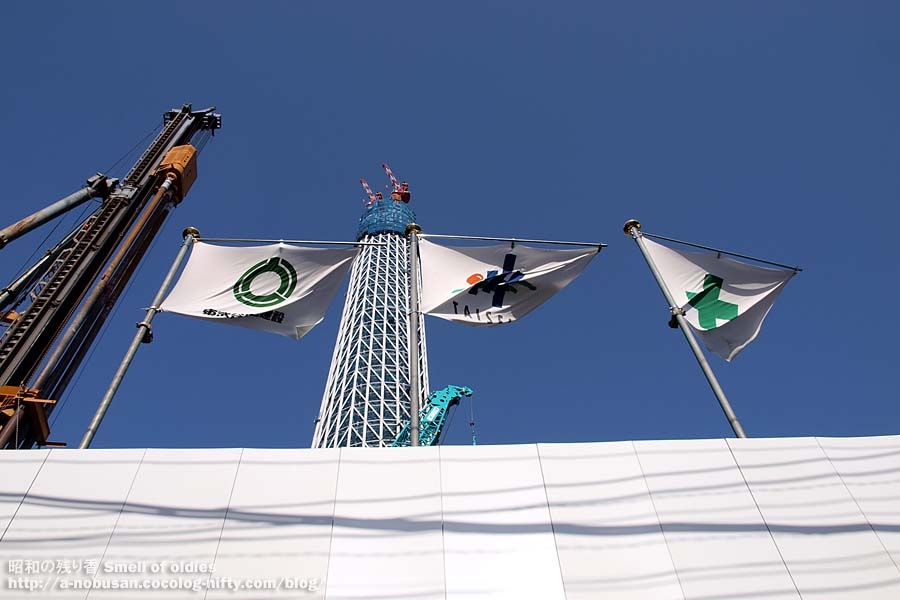 P4290589_flags_and_skytree