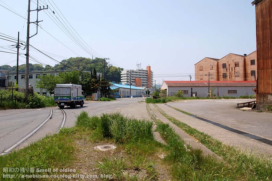 P5050434_road_and_rail