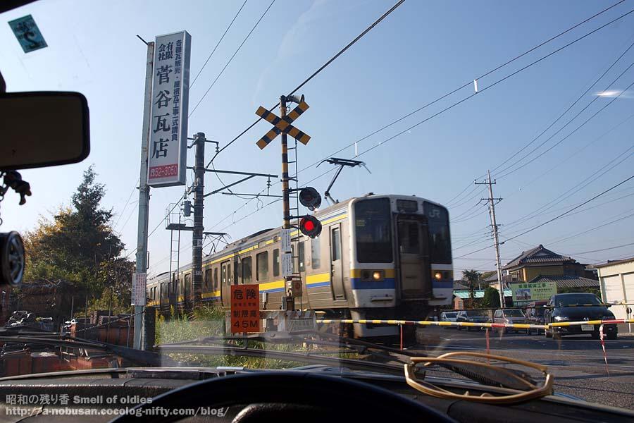 Pb280574_naritasen_crossing