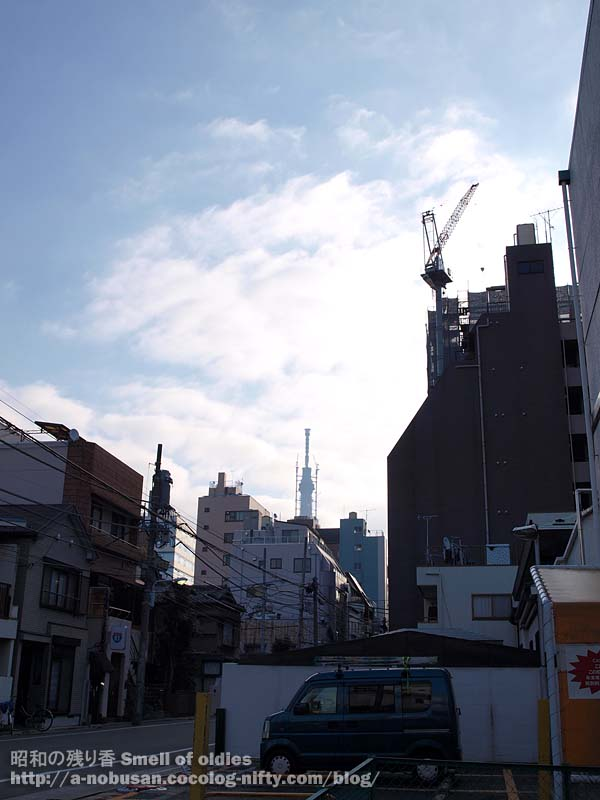 P2220011_nishiasakusa_blue_sky
