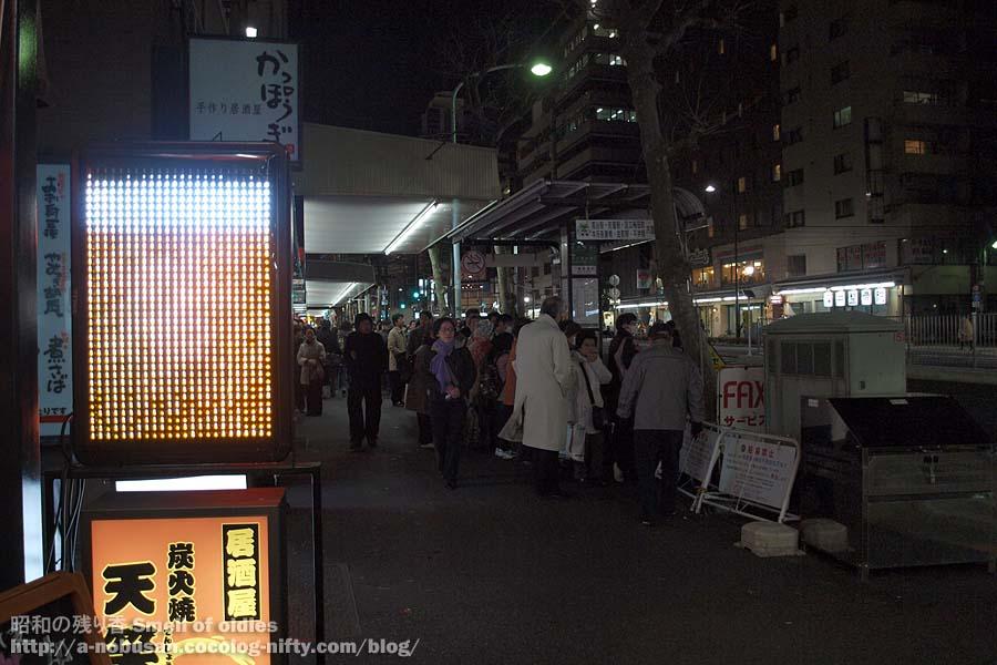 P3110490_bus_stop_asakusa