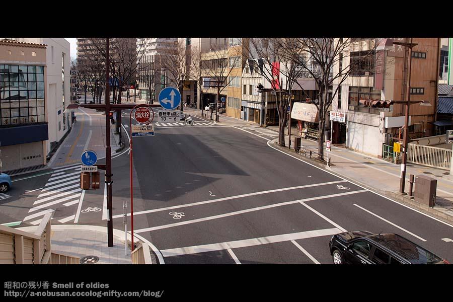 P3200076_r50_crossing