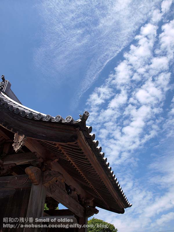 P7230434_temple_and_sky_2