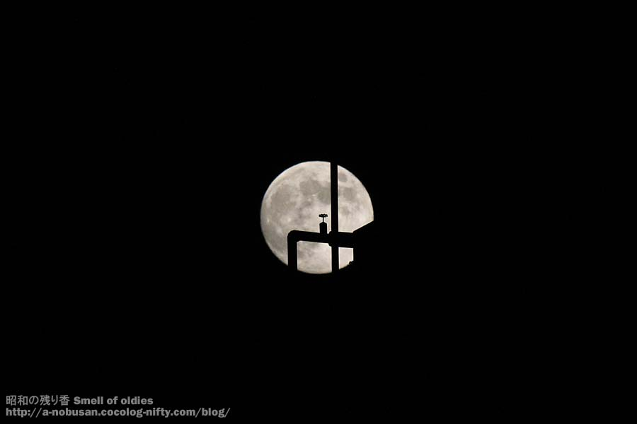 Img_0649_piping_and_moon