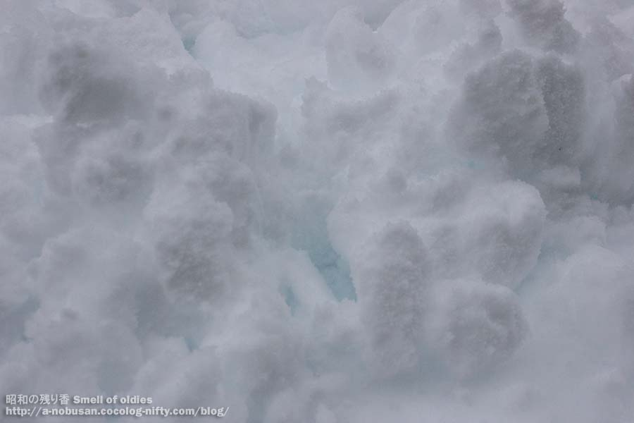 Img_0257_blue_snow_2
